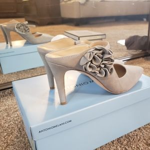 Antonio Melani Grayish Blue Heels